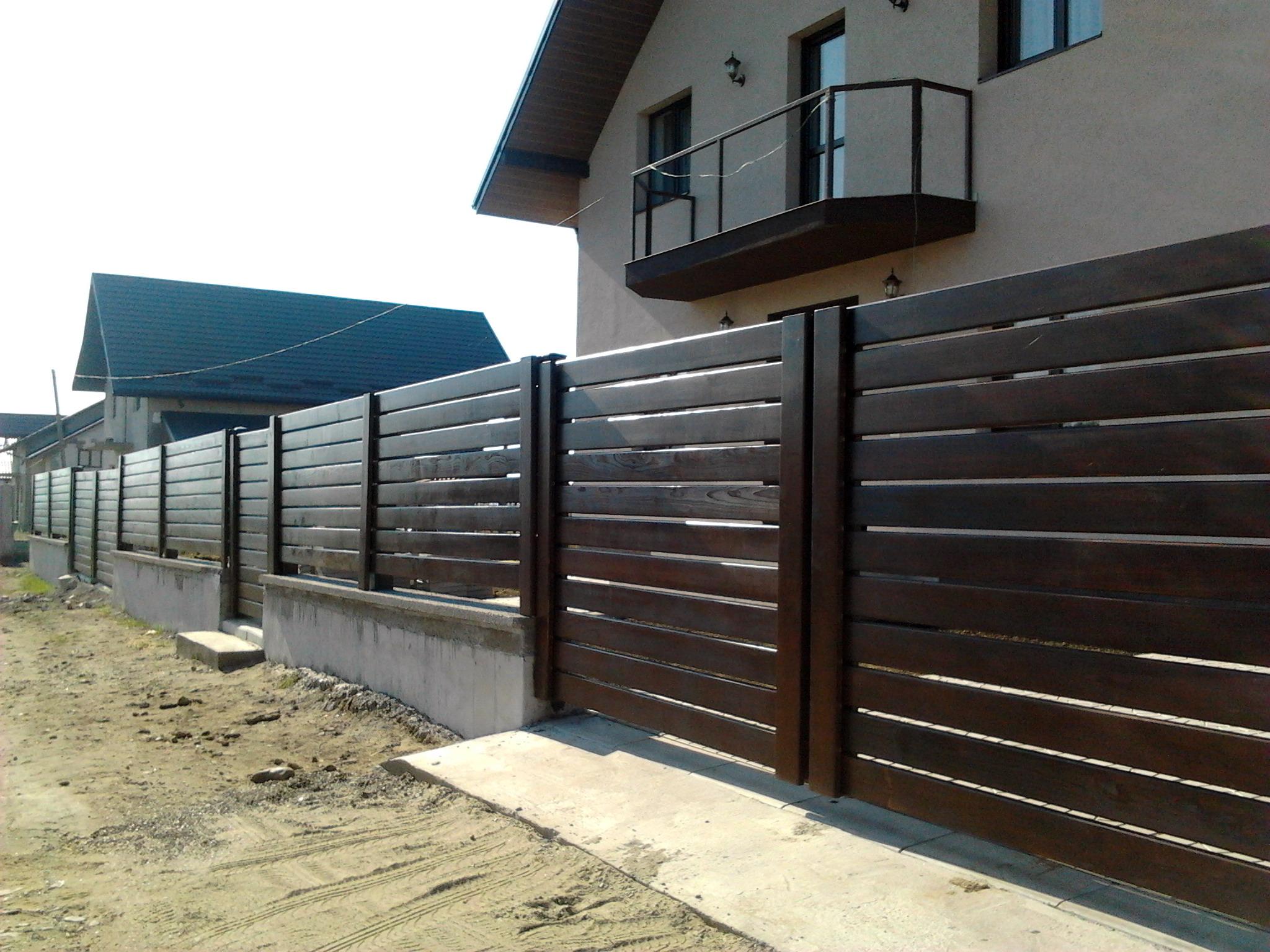 model de gard din lemn