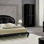 dormitor cu mobila neagra lucioasa