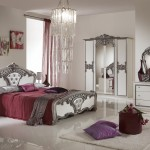 mobila alb cu argintiu potrivita pentru un dormitor cu gresie alba portelanata