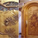 Usa de exterior cu ursi sculptati in lemn