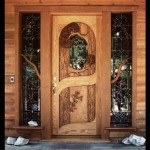 Usa dubla de intrare din lemn masiv si vitralii
