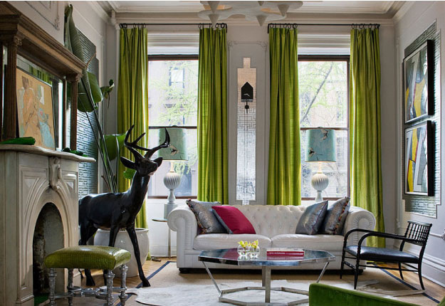 draperie verde pentru living cu multe geamuri