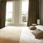 draperii pentru dormitor din organza dublata aspect lucios culoare oliv inchis