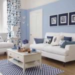 Living decorat cu stil in accente de albastru