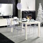 Living mare modern decorat cu decoratiuni de Craciun albe