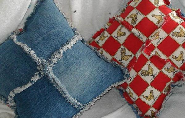Perna decorativa din patru bucati de jeans