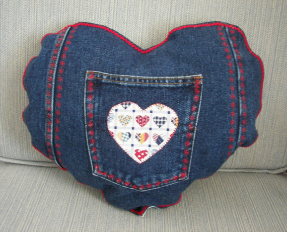 Perna in forma de inimioara confectionata din jeans