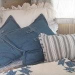 Perne decorative din denim pentru patul din dormitor