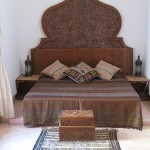 Tablie de pat marocana din lemn cioplit