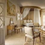 Varianta de amenajare a unui dormitor in stil marocan pe culori neutre