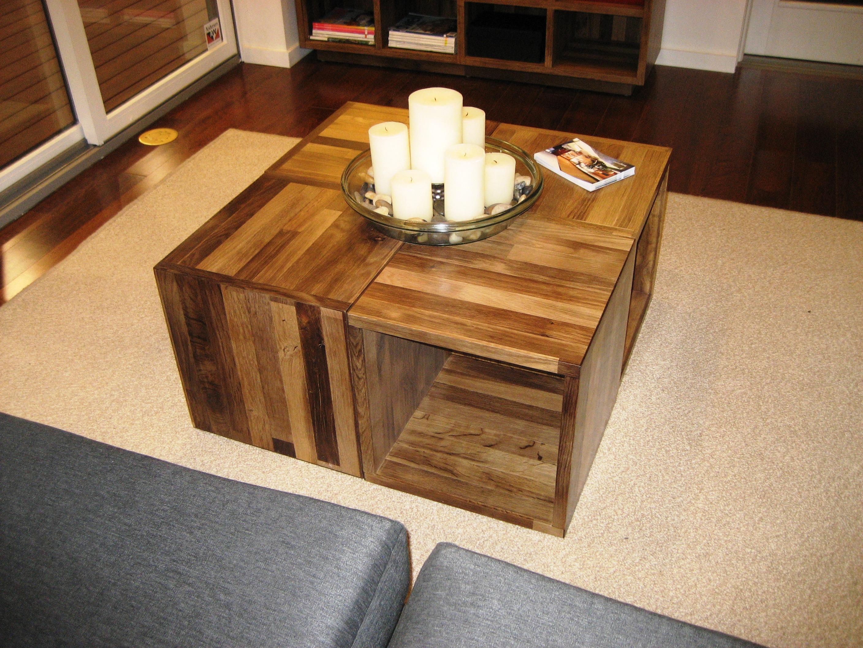 masuta de cafea din lemn formata din cuburi de lemn