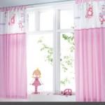 perdea colorata in roz pentru camera de fetita