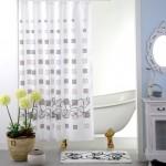 Draperie alba, usor transparenta ce se asorteaza cu covorul