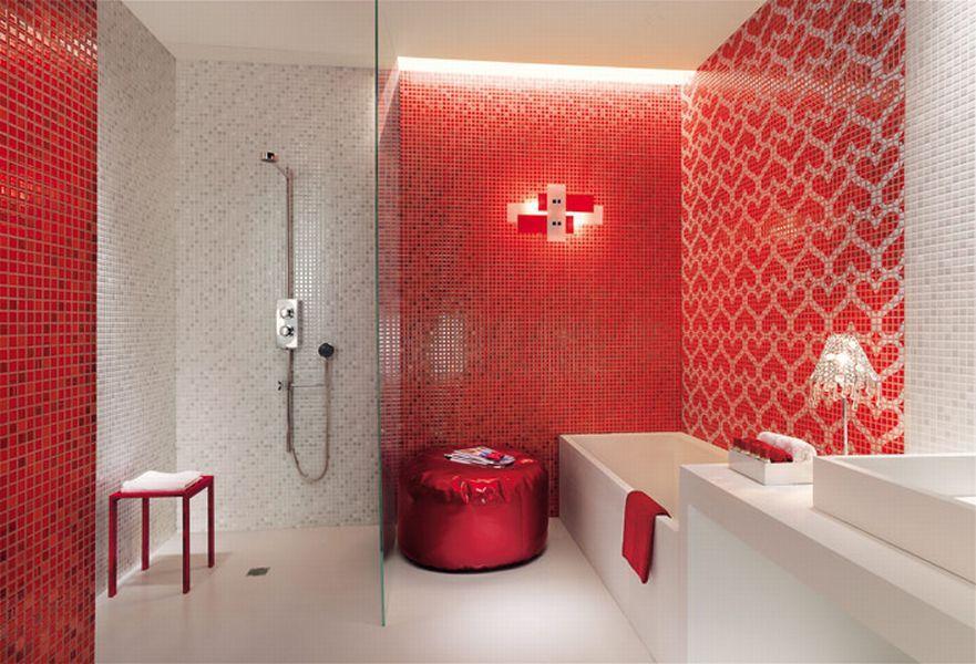 Combinatie echilibrata intre mozaic rosu si mozaic alb