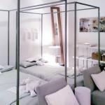 Dormitor cu doua paturi cu baldachin
