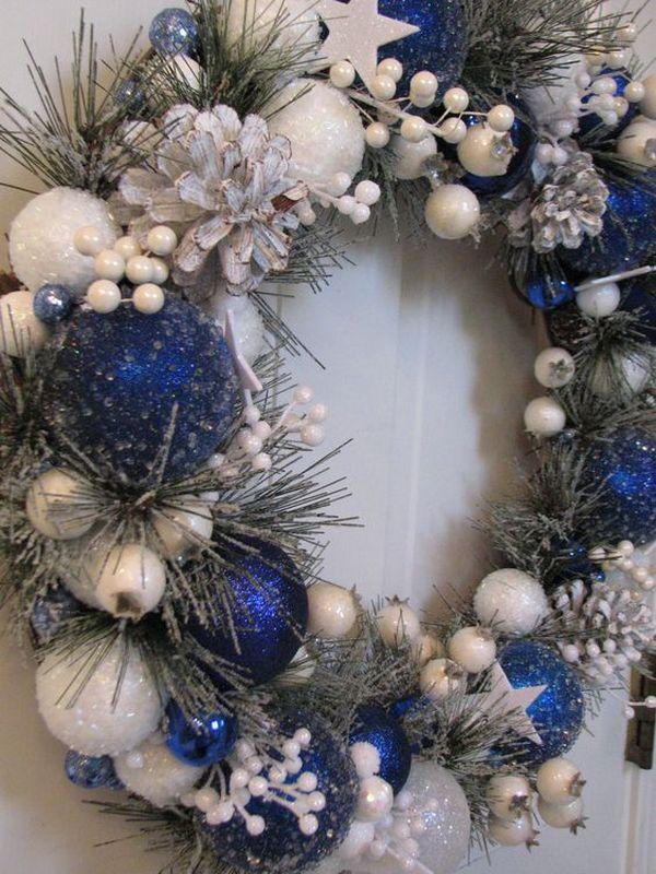 alb-si-albastru-decoratiune-pentru-usa-craciun
