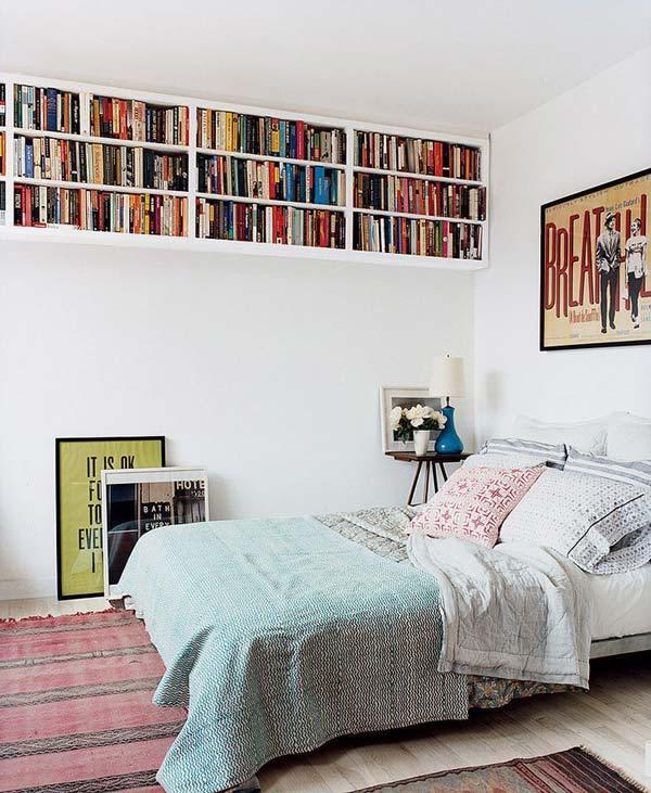 Biblioteca mica amenajata in dormitor