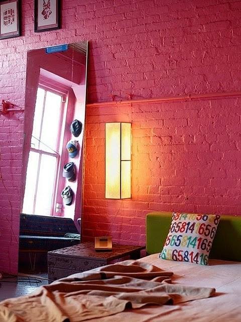 Perete dormitor caramida roz